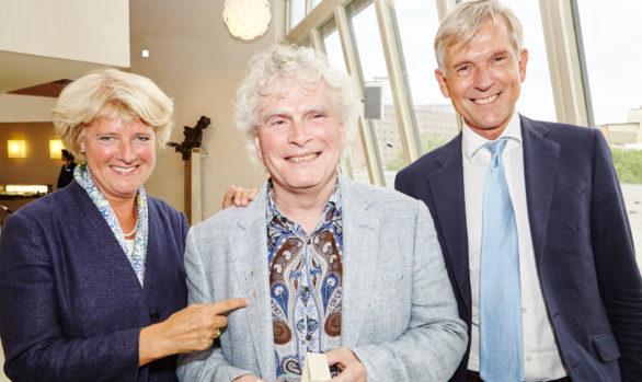 GEMA-Ehrennadel für Sir Simon Rattle